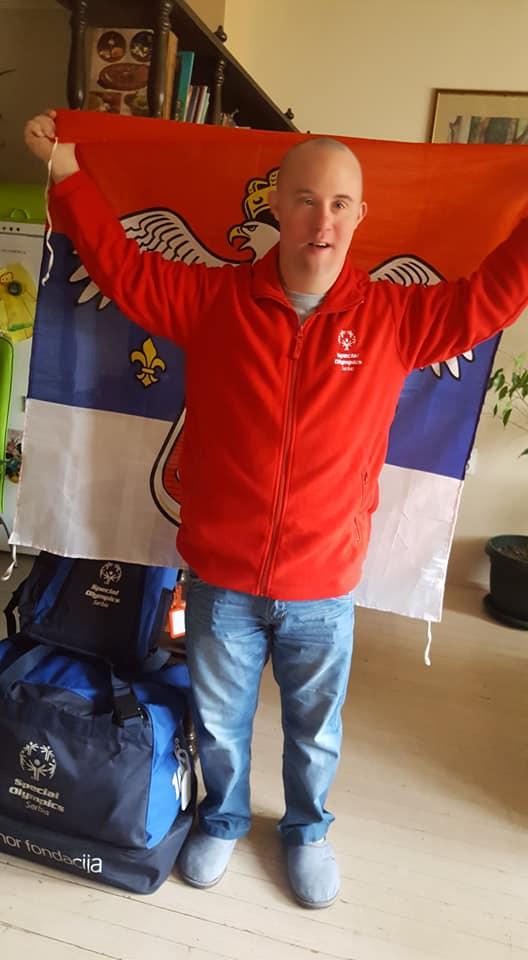 Filip sa zastavom Srbije