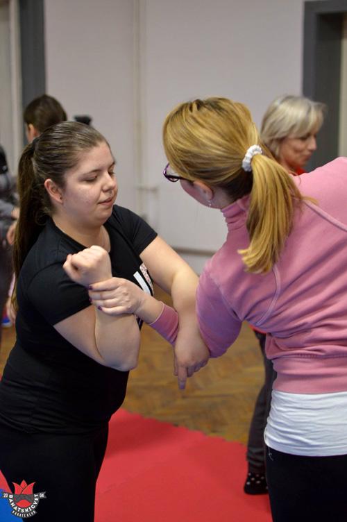 Kurs samoodbrane za dame foto Karate klub Banatski cvet 2