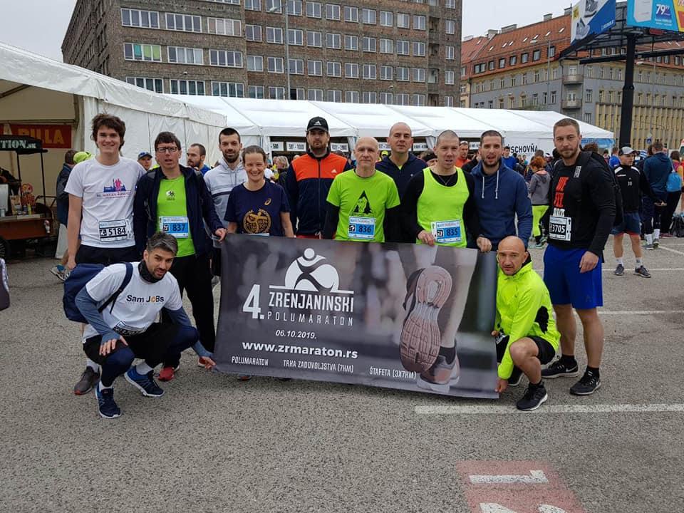 Zrenjanin - Zrenjaninci na maratonu u Bratislavi - foto Privatna Arhiva 1